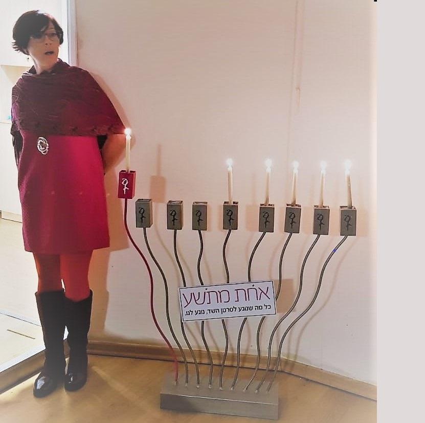 גילי-ה כהן, מנהלת מערך גילוי מוקדם בהדלקת נרות חנוכה בעמותה