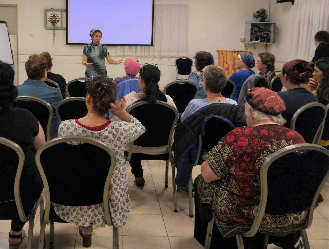 יוכי נדביצקי, מנחה סדנאות בעמותה בעת סדנה לבריאות השד
