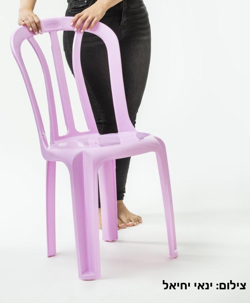 הכסא המוכר של כתר במהדורה וורודה לרגל חודש המודעות. צילום: ינאי יחיאלי